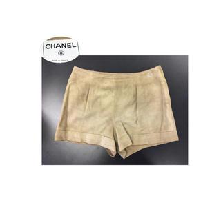 シャネル(CHANEL)のCHANEL ロゴプレート 夏にも可愛いゴートスキン スエードショートパンツ(ショートパンツ)