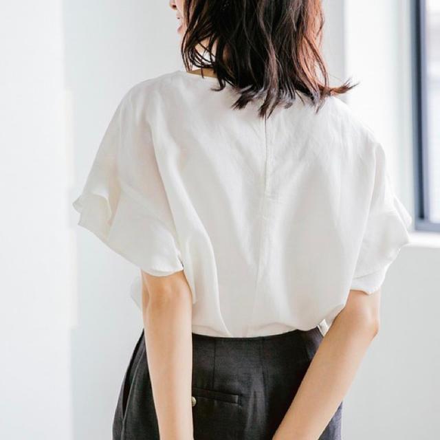 apart by lowrys(アパートバイローリーズ)のフリルブラウス ホワイト レディースのトップス(シャツ/ブラウス(半袖/袖なし))の商品写真