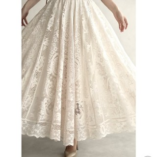 カワイイ(cawaii)の(新品未使用)ラクに履けて美しいゴージャスレースのミディアムスカート ベージュ(ロングスカート)