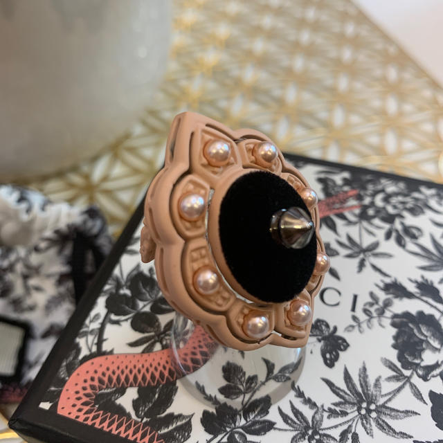 Gucci(グッチ)のGUCCI グッチ 指輪 ピンク スタッズ パール ベロア 箱付き レディースのアクセサリー(リング(指輪))の商品写真