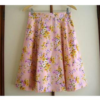 クチュールブローチ(Couture Brooch)のクチュールブローチ ピンク花柄スカート 40/Lサイズ アナトリエ(ひざ丈スカート)