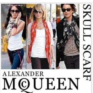 アレキサンダーマックイーン(Alexander McQueen)のお買得品❗アレキサンダーマックイーン スカーフ 黒×赤(バンダナ/スカーフ)
