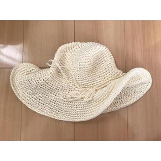 ユニクロ(UNIQLO)の*新品未使用 ユニクロ ペーパー麦わら帽子 57cm 白(麦わら帽子/ストローハット)