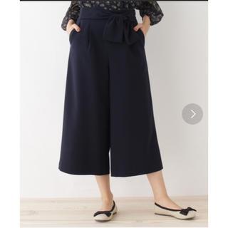 クチュールブローチ(Couture Brooch)のウエストリボン付ワイドパンツ 紺(クロップドパンツ)