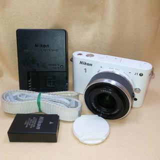 ニコン(Nikon)のミラーレス一眼カメラ Nikon 1 J1 標準ズームレンズ 白(ミラーレス一眼)