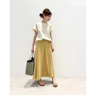 アパルトモンドゥーズィエムクラス(L'Appartement DEUXIEME CLASSE)のアパルトモン購入 TOTEME フレアスカート 今季完売スカート 36  新品同(ロングスカート)
