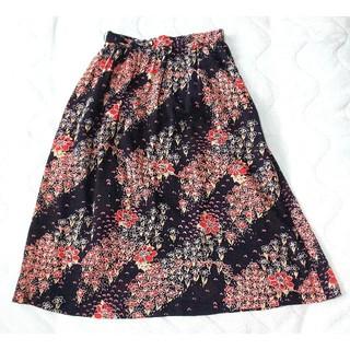 黒字 花柄 スカート(ひざ丈スカート)