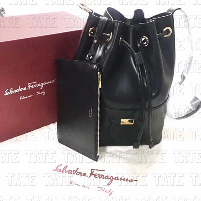 Ferragamo(フェラガモ)の正規品 Ferragamo フェラガモ 巾着 ショルダーバッグ レディースのバッグ(ショルダーバッグ)の商品写真