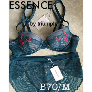 Triumph - 【新品タグ付】ESSENCE by triumph/B70M(定価¥15950)