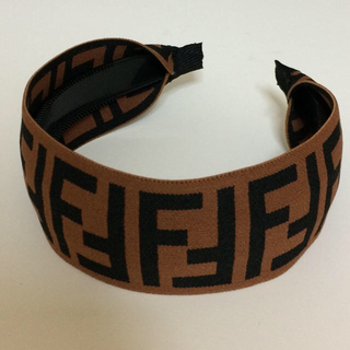 FENDI - 新品 FENDIカチューシャ ブラウン