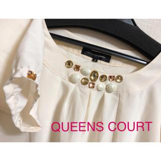 クイーンズコート(QUEENS COURT)のクイーンズコート ビジュー付きトップス(カットソー(長袖/七分))