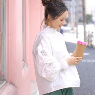 ZARA - COCA「コカ」田中亜希子さん着用 ふんわり袖刺繍レースコットンブラウス