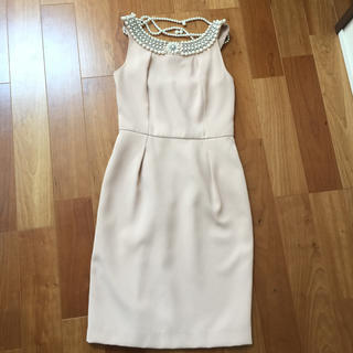 リリーブラウン(Lily Brown)のワンピース フォーマル ドレス lilybrown サイズ1 ベージュ パール付(ミディアムドレス)