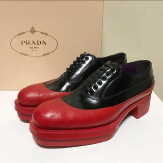 プラダ(PRADA)の☆未使用 プラダ バイカラー プラットフォーム シューズ 黒 × 赤 イタリア製(ローファー/革靴)