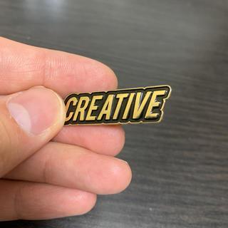 Creative Drug Store ゴールド ロゴ ピンバッジ(その他)