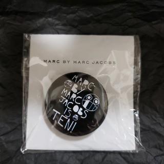 マークバイマークジェイコブス(MARC BY MARC JACOBS)のMARC JACOBS 缶バッチ(バッジ/ピンバッジ)