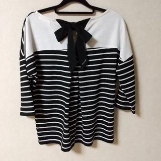ディズニー(Disney)の美品 リボン ボーダー カットソー Tシャツ モノトーン ブラック ホワイト(カットソー(半袖/袖なし))