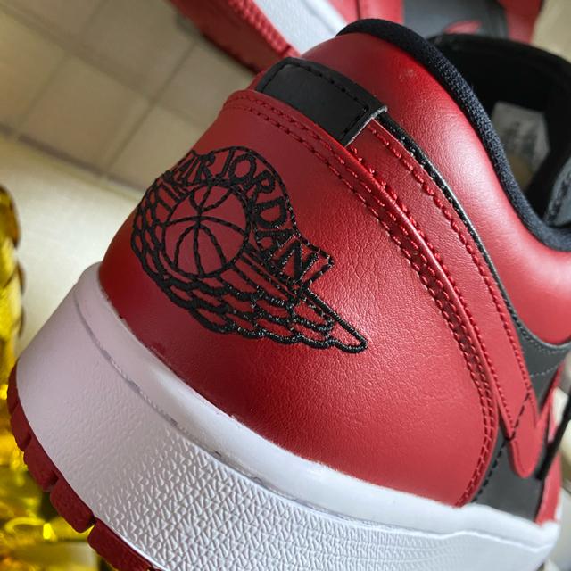 NIKE(ナイキ)のairjordan1 low バーシティーレッド即日発送可能 メンズの靴/シューズ(スニーカー)の商品写真