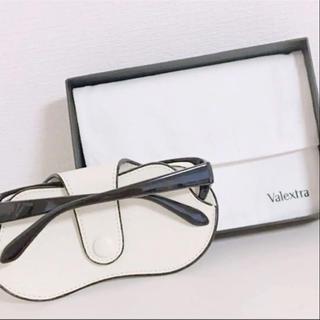 ヴァレクストラ(Valextra)のイタリア現地購入!激レア白【ヴァレクトラ】大人気 メガネケース!(サングラス/メガネ)