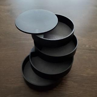フランフラン(Francfranc)のブラック-black蓋付き 4段 ジュエリーボックス アクセサリーケース 指輪 (ケース/ボックス)