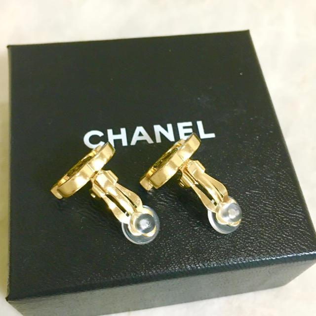 CHANEL(シャネル)の正規品 シャネル イヤリング ゴールド マトラッセ ココマーク 金 ロゴ マーク レディースのアクセサリー(イヤリング)の商品写真