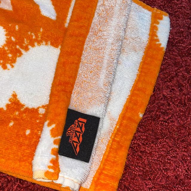 AAA(トリプルエー)のAAA 10th Anniversary タオル 橙 エンタメ/ホビーのタレントグッズ(アイドルグッズ)の商品写真