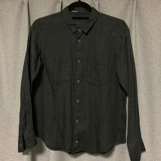 トゥモローランド(TOMORROWLAND)のTOMORROWLAND ギャルリーヴィー 麻100% 黒シャツ(シャツ/ブラウス(長袖/七分))