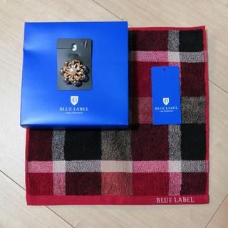 バーバリーブルーレーベル(BURBERRY BLUE LABEL)の新品送料込!ブルーレーベルクレストブリッジ ハンドタオル&パール付ブローチ(タオル/バス用品)
