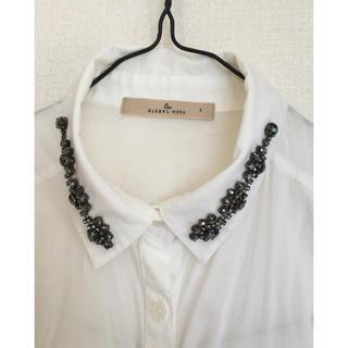 titicaca - ビジューがポイントの白シャツ