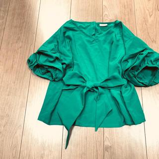 美品!リボン付き♪袖ギャザー♪トップス 130cm グリーン