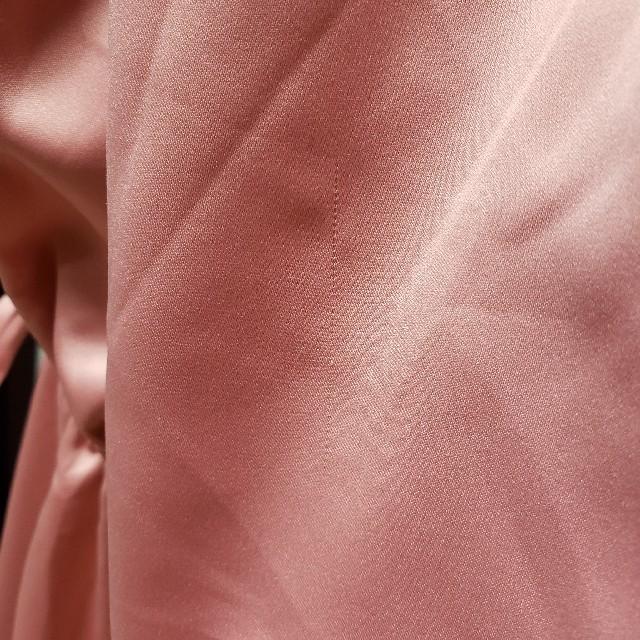 GU(ジーユー)の新品タグつき サテン ガウン GU ナイトウェア ルームウェア パジャマとしても レディースのルームウェア/パジャマ(ルームウェア)の商品写真