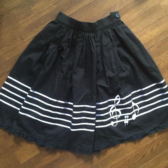 Innocent World(イノセントワールド)の初期イノセントワールド/送料無料/五線譜&ト音記号モノトーンスカート/日本製 レディースのスカート(ひざ丈スカート)の商品写真