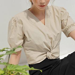 ZARA - ★新品未使用★ 韓国ファッション ツイスト パフスリーブ Vネック 夏服