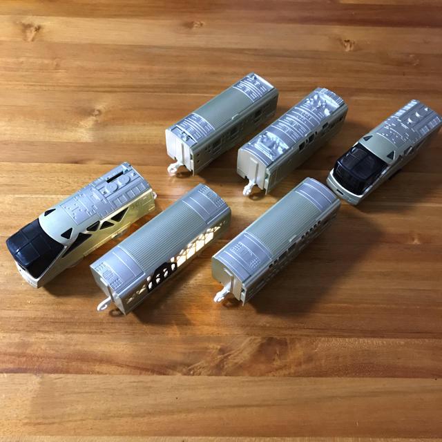 Takara Tomy(タカラトミー)のプラレール TRAIN SUITE 四季島 プラキッズ 2体付き キッズ/ベビー/マタニティのおもちゃ(電車のおもちゃ/車)の商品写真