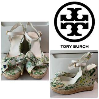 Tory Burch - トリーバーチ ベージュキャンバス フラワー サンダル