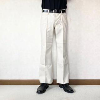 ジョンローレンスサリバン(JOHN LAWRENCE SULLIVAN)のwhite flared pants(スラックス)