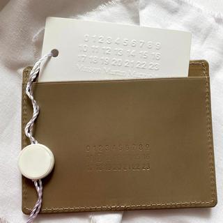 マルタンマルジェラ(Maison Martin Margiela)の美品 Maison Margiela マルジェラ カードケース 箱付き ブラウン(名刺入れ/定期入れ)