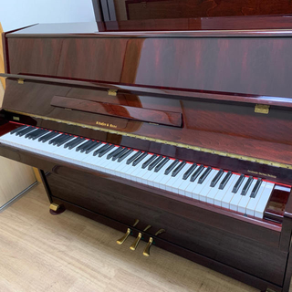 コンパクトなアップライトピアノ(ピアノ)