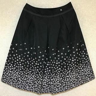 クレージュ(Courreges)のcourreges/クレージュ、花柄刺繍のフレアスカート 上代29.400-(ひざ丈スカート)