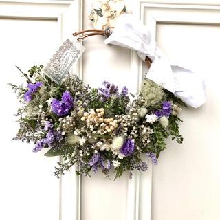 薄紫の小花とスモークツリーのハーフリース*ドライフラワーリース(ドライフラワー)