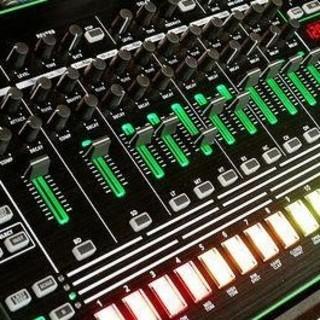 ROLAND  TR-8  激安出品動作良好美品です。(DJコントローラー)