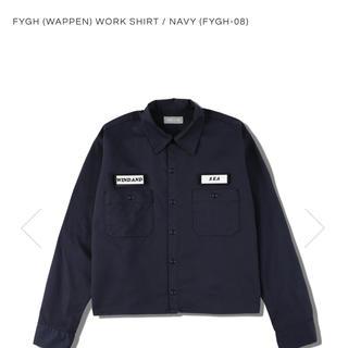 シー(SEA)のFYGH (wappen) WORK SHIRT / NAVY と黒のワッペン(シャツ)