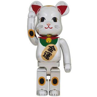 メディコムトイ(MEDICOM TOY)の送料込み BE@RBRICK 招き猫 銀メッキ 弐 1000%(その他)