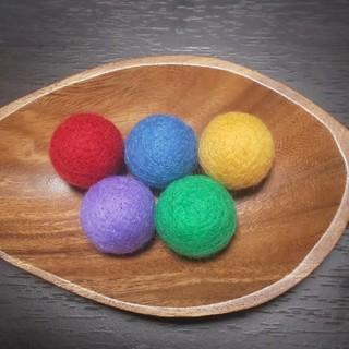 羊毛フェルトボール《猫のおもちゃ》鈴入り(おもちゃ/ペット小物)