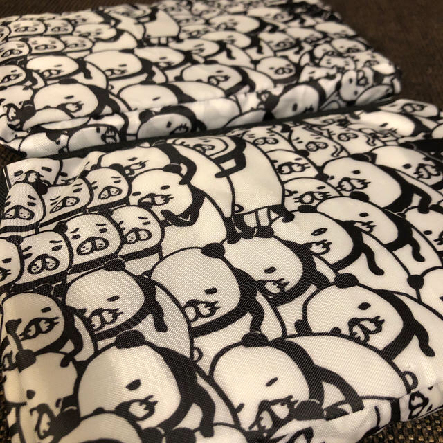 「2個セット!!」パンダと犬:折り畳みリュック エンタメ/ホビーのおもちゃ/ぬいぐるみ(キャラクターグッズ)の商品写真