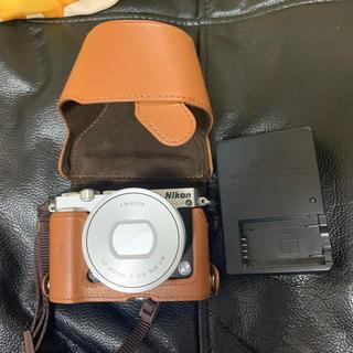 ニコン(Nikon)のNikon 1 J5 美品 Nikonケース付き!!(ミラーレス一眼)