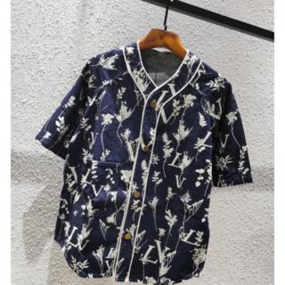 ルイヴィトン(LOUIS VUITTON)のLOUISVUITTON ロゴ シャツ  (シャツ/ブラウス(半袖/袖なし))