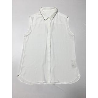 ロペ(ROPE)のROPE ホワイト 襟つき ビジュー ノースリーブシャツ ブラウス シンプル 白(シャツ/ブラウス(半袖/袖なし))