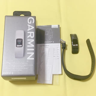ガーミン(GARMIN)のGARMIN vivofit4 ブラック レギュラー(トレーニング用品)