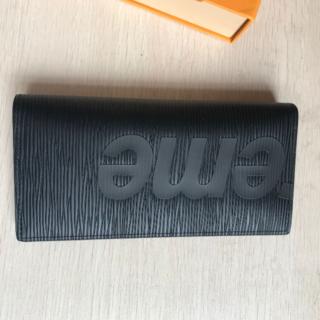 ルイヴィトン(LOUIS VUITTON)の✨美品✨ Supreme  折り財布(折り財布)